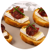 BRIE OR CAMEMBERT CANAPÉS WITH CRANBERRY PEAR CHUTNEY