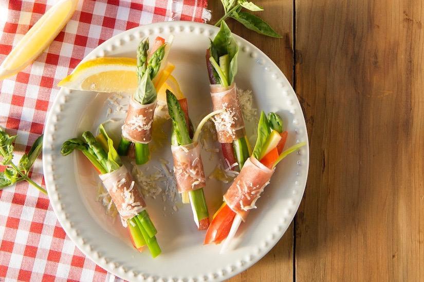 Roulades de légumes et de jambon cru au parmesan et au basilic